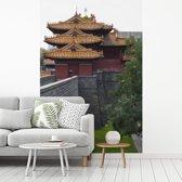 Fotobehang vinyl - De Confuciustempel van Qūfù vanaf de buitenkant breedte 240 cm x hoogte 360 cm - Foto print op behang (in 7 formaten beschikbaar)