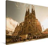 Zonnestralen schijnen op de Sagrada Familia in Spanje Canvas 140x90 cm - Foto print op Canvas schilderij (Wanddecoratie woonkamer / slaapkamer)