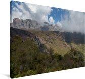 Bewolking over de bergen van het Nationaal park Andringitra Canvas 120x80 cm - Foto print op Canvas schilderij (Wanddecoratie woonkamer / slaapkamer)