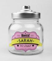 Glazen Snoeppot-Hoera Sarah 50 jaar
