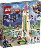 LEGO DC Super Hero Girls Superheldenschool - 41232