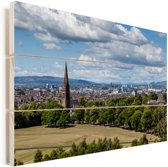 Zicht over het Schotse Glasgow tijdens een zonnige dag Vurenhout met planken 120x80 cm - Foto print op Hout (Wanddecoratie)