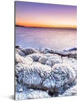 Zonsondergang boven de rotsen in de Dode Zee in het Midden-Oosten Aluminium 60x90 cm - Foto print op Aluminium (metaal wanddecoratie)