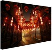 Chinese straat met lampionnen Canvas 180x120 cm - Foto print op Canvas schilderij (Wanddecoratie woonkamer / slaapkamer) XXL / Groot formaat!