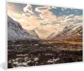 Foto in lijst - De Ben Nevis met een laagje sneeuw in de winter fotolijst wit 60x40 cm - Poster in lijst (Wanddecoratie woonkamer / slaapkamer)