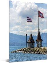 Mooie vlaggen op de huisjes bij het Meer van Genève Aluminium 20x30 cm - klein - Foto print op Aluminium (metaal wanddecoratie)