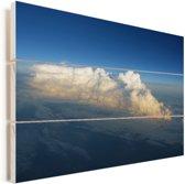 Luchtfoto van een wolkenbed onder een helderblauwe lucht Vurenhout met planken 120x80 cm - Foto print op Hout (Wanddecoratie)