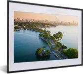 Foto in lijst - De skyline van het Aziatische Hanoi bij zonsondergang fotolijst zwart met witte passe-partout klein 40x30 cm - Poster in lijst (Wanddecoratie woonkamer / slaapkamer)