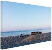 Boot op het strand Canvas 60x40 cm - Foto print op Canvas schilderij (Wanddecoratie woonkamer / slaapkamer) / Zee en Strand