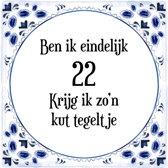 Verjaardag Tegeltje met Spreuk (22 jaar: Ben ik eindelijk 22 krijg ik zo'n kut tegeltje + cadeau verpakking & plakhanger