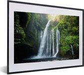 Foto in lijst - Waterval in de jungle van het Nationaal park Gunung Rinjani op Lombok fotolijst zwart met witte passe-partout klein 40x30 cm - Poster in lijst (Wanddecoratie woonkamer / slaapkamer)