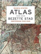 Boek cover Atlas van een bezette stad van Bianca Stigter (Hardcover)