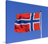 Noorse vlag in de blauwe lucht Canvas 60x40 cm - Foto print op Canvas schilderij (Wanddecoratie woonkamer / slaapkamer)