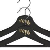 Mrs. & Mrs. Kledinghanger Setje - Crème Lettertype - Zwarte Kledinghangers - Bruiloft Accessoire