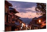 Oude stadsstraten van Kioto in Japan tijdens de avond Aluminium 90x60 cm - Foto print op Aluminium (metaal wanddecoratie)