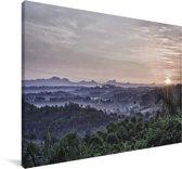 Zonsopgang boven het mistige Viñales in het Noord-Amerikaanse Cuba Canvas 90x60 cm - Foto print op Canvas schilderij (Wanddecoratie woonkamer / slaapkamer)