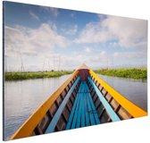 Boot in een rivier in Azie Aluminium 90x60 cm - Foto print op Aluminium (metaal wanddecoratie)