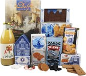 Kerstpakket - Kerst cadeau pakket - Kerst gift set met het Boek De Delft boven Water en diverse Hollandse lekkernijen