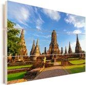 Mooi vooraanzicht van de tempel in Ayutthaya Vurenhout met planken 90x60 cm - Foto print op Hout (Wanddecoratie)