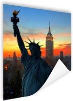 Vrijheidsbeeld met NY Skyline Poster 80x120 cm - Foto print op Poster (wanddecoratie woonkamer / slaapkamer) / Steden Poster