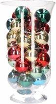 Sfeerverlichting gekleurde kerstballen in vaas