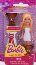 Barbie figuurtje met (donkere) Chihuahua in blisterverpakking