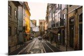 De Portugese straten van het Alfama in Europa Aluminium 90x60 cm - Foto print op Aluminium (metaal wanddecoratie)