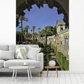 Fotobehang vinyl - De tuinen van het Koninklijk Paleis van Sevilla in Spanje breedte 225 cm x hoogte 300 cm - Foto print op behang (in 7 formaten beschikbaar)