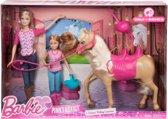 Zussen Barbie paardrijles