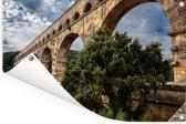 De Pont du Gard samen met een mooie groene boom Tuinposter 180x120 cm - Tuindoek / Buitencanvas / Schilderijen voor buiten (tuin decoratie) XXL / Groot formaat!