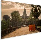 Lopende monniken naar de tempels van Angkor Wat Plexiglas 180x120 cm - Foto print op Glas (Plexiglas wanddecoratie) XXL / Groot formaat!