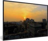 Foto in lijst - Zonsondergang boven Dhaka fotolijst zwart 60x40 cm - Poster in lijst (Wanddecoratie woonkamer / slaapkamer)