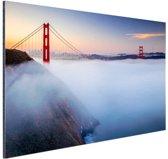 FotoCadeau.nl - Golden Gate Bridge in de mist Aluminium 30x20 cm - Foto print op Aluminium (metaal wanddecoratie)
