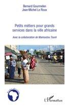 Petits métiers pour grand services dans la ville africaine