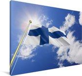 Vlag van Finland op een zonnige dag Canvas 120x80 cm - Foto print op Canvas schilderij (Wanddecoratie woonkamer / slaapkamer)