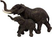 Beeld olifant met jong kalfje ernaast levensecht en realistisch