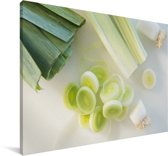 Witte en gehakte prei Canvas 120x80 cm - Foto print op Canvas schilderij (Wanddecoratie woonkamer / slaapkamer)