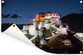 Het Potalapaleis verlicht in de avond in China Tuinposter 60x40 cm - klein - Tuindoek / Buitencanvas / Schilderijen voor buiten (tuin decoratie)