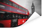 Een zwart-wit foto van een rode bus bij de Big Ben Poster 120x80 cm - Foto print op Poster (wanddecoratie woonkamer / slaapkamer)