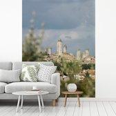 Fotobehang vinyl - Middeleeuwse stad San Gimignano in het Toscaanse Italië breedte 195 cm x hoogte 260 cm - Foto print op behang (in 7 formaten beschikbaar)