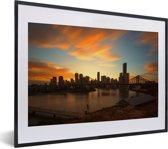 Foto in lijst - Brisbane tijdens een kleurrijke zonsondergang fotolijst zwart met witte passe-partout klein 40x30 cm - Poster in lijst (Wanddecoratie woonkamer / slaapkamer)
