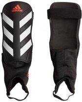 adidas Everclub Scheenbeschermer Unisex - Black/White/Solar Red