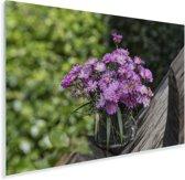 Een bos aster bloemen op een stuk hout Plexiglas 90x60 cm - Foto print op Glas (Plexiglas wanddecoratie)