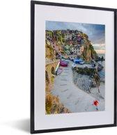 Foto in lijst - Zonsondergang over Manarola in Cinque Terre fotolijst zwart met witte passe-partout klein 30x40 cm - Poster in lijst (Wanddecoratie woonkamer / slaapkamer)