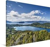 Het meer en de bossen van Nationaal park Nahuel Huapi in Argentinië Canvas 140x90 cm - Foto print op Canvas schilderij (Wanddecoratie woonkamer / slaapkamer)