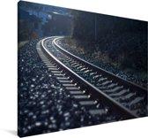 Donkere foto van een spoorweg Canvas 120x80 cm - Foto print op Canvas schilderij (Wanddecoratie woonkamer / slaapkamer)