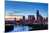 De South Congress-brug in de Texaanse stad Austin bij avondschemering over de Colorado River Aluminium 90x60 cm - Foto print op Aluminium (metaal wanddecoratie)