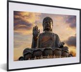 Foto in lijst - Zonsondergang achter de Tian Tan Boeddha in Hongkong fotolijst zwart met witte passe-partout klein 40x30 cm - Poster in lijst (Wanddecoratie woonkamer / slaapkamer)
