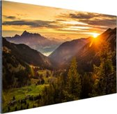 Zonsopgang achter de bergen Aluminium 90x60 cm - Foto print op Aluminium (metaal wanddecoratie)