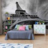 Fotobehang Black And White Eiffel Tower Paris | VET - 211cm x 91cm | 130gr/m2 Vlies